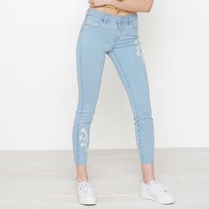 NWT PacSun daisy embroidered cropped jeans